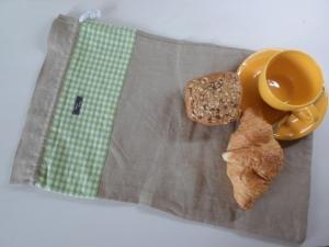 Brotbeutel *de luxe* Leinen beige/ grün-weiß kariert von friess-design mit Baumwollkordel - Handarbeit kaufen