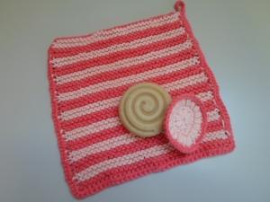 SET: gestrickter Waschlappen und Kosmetikpad aus Baumwolle *apricot/ pink* von friess-design  - Handarbeit kaufen
