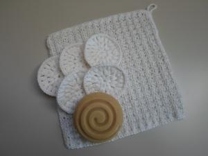 SET: gestrickter Waschlappen und 5 Kosmetikpads aus Baumwolle/ Bambus/ Leinen *weiß* von friess-design  - Handarbeit kaufen