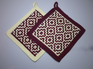 Topflappen Baumwolle weinrot/ vanille gehäkelt 2 Stück  - Handarbeit kaufen