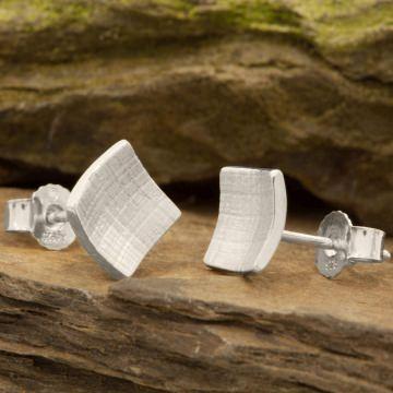 Eckige Ohrringe aus Silber mit Papyrus-Struktur (8mm)