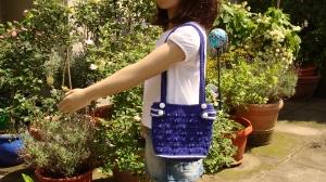 schicke blaue handgehäkelte Kinder-Umhängetasche - Handarbeit kaufen