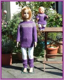 Handgestrickter Longpullover mit passenden Stulpen für Kind  (Gr. 104) und Puppe (Gr. 43) - Handarbeit kaufen