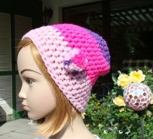 handgehäkelte Kindermütze aus den Farben puderrosa, pink und lila - Handarbeit kaufen