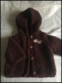 handgestrickte braune kuschelige Baby-Kapuzenjacke, Größe 62/68