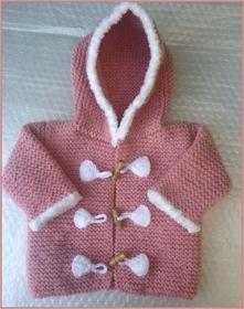 gestrickter altrosa Baby-Dufflecoat, Gr. 62/68 - Handarbeit kaufen