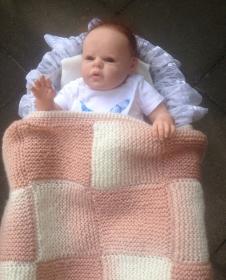 gestrickte, kuschelige rosa Patchwork-Babydecke - Handarbeit kaufen