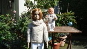 gestrickter kuscheliger Winterpullover und Loop, für Kind und Puppe, Gr. 104/43