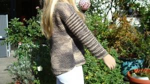 gestrickter brauner Baumwollpullover im Camouflage-Muster, Gr. 104 - Handarbeit kaufen
