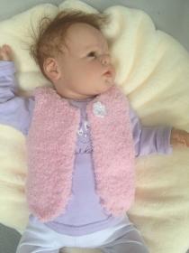gestrickte, kuschelige rosa Baby-Weste, Gr. 62/68 - Handarbeit kaufen