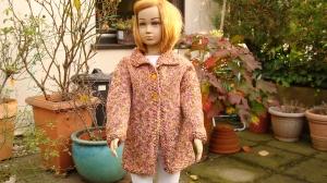 gestrickte warme Grob-Longstrickjacke aus  einem Melange-Garn in der Farbe orange/braun/rosa in Gr. 110
