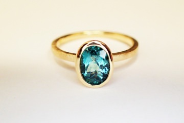 ring in 750 GOLD mit karibikblauem TURMALIN verlobungsring in handarbeit