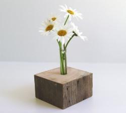 Stylische, dekorative Holzvase
