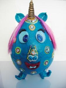Einhorn THORAL Unicorn XXL Ostergeschenk handgearbeitetes Pappmache-Ei in Türkis mit bunter Deko Ei(n)horn Pappmache Skulptur Figur  - Handarbeit kaufen