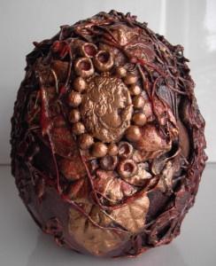 Skulptur COCOONED Steampunk-Minds Gothic Viktorianisch Vintage Mystisch Dekoei Kreuz Gemme Handarbeit Keramikei - Handarbeit kaufen