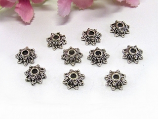 30 Perlenkappen 8mm, in Blumenform, Farbe silber antik - Handarbeit kaufen