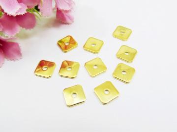 30 Spacer / Zwischenperle Quadrat 8x8mm, Farbe gold - Handarbeit kaufen