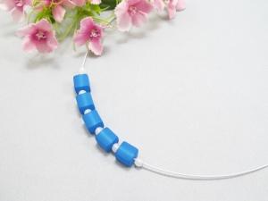 Stahlseil-Collier mit Polarisperlen in blau und weiß, mit Edelstahl-Verschluss - Handarbeit kaufen