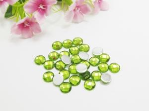 30 Cabochons aus Acryl, 8mm, facettiert, Farbe hellgrün - Handarbeit kaufen