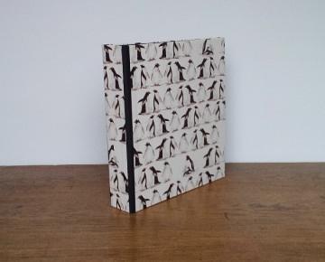Bedruckte Ordner Pinguin für A4- Blätter mit schwarzem Leinen