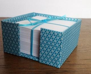 Zettelkasten Sternblümchen türkis mit Notizzetteln gefüllt