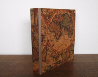 Vintage Ordner für A4 mit Motiv einer alten Weltkarte und Hebelmechanik