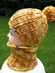 Sparset: Bunte Bommelmütze und passender Loop für coole Kids, Kopfumfang ca. 48-54 cm
