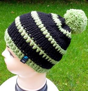 Bommelmütze in schwarz und grün für Kinder, Kopfumfang ca. 46-52 cm