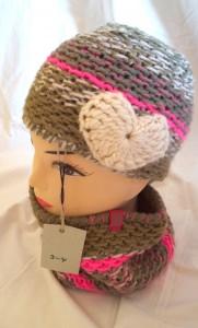 Kuscheliges Set aus Loop und Mütze mit Herz für Mädchen