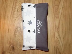 Wickeltasche mit Namen bestickt individuelles Babygeschenk Baby Unterwegs Windeletui Sterne Weiß Grau Mädchen Wunschname personalisiert