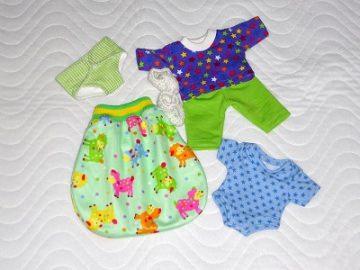 6 tlg. Puppenkleider Set Schlafsack, Body, Windel, Schlafanzug & Bettschuhe ca. 26-27 cm  - Handarbeit kaufen