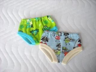 Handgemachte Unterwäsche für Puppen 2 Slip, Unterhosen Piraten & Auto ca. 43 cm - Handarbeit kaufen