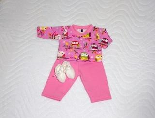 Handgemachtes Kleider Set Schlafanzug & Bettschuhe für Puppen Eulen ca. 46-48 cm