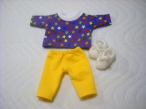 Handgemachtes 3 tlg. Set Pyjama, Schlafanzug & Bettschuhe für Puppen ca. 26-27 cm  - Handarbeit kaufen