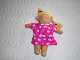 Handgemachtes Baumwolljersey Sommerkleid für Puppen 26-27cm