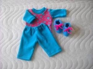Puppenkleider Schlafanzug Bettschuhe Sterne ca. 26-27 cm von KaPuMo - Handarbeit kaufen