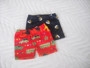 2 kurze Hosen, Radlerhose, Badehose für Jungs ca. 43 cm   - Handarbeit kaufen