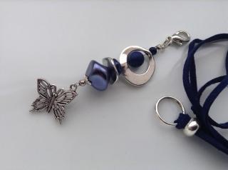Lange Kette mit Perlenanhänger und Schmetterling Dunkelblau Wechselkette Handarbeit