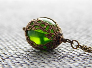 Kette mit böhmischer Glasperle - Leuchtendes Grün