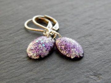 Ohrringe aus Resin in Violett mit Glitzer und Folie in Silber und Lila - Kleine Oliven Violett mit Silberglitzer