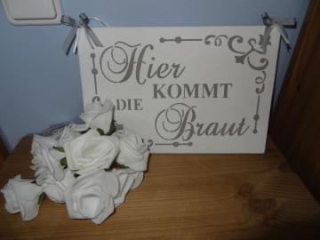 Romantisches Hochzeitsschild mit der Ankündigung der Braut
