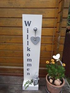 Willkommen Stele aus Holz für den Eingangsbereich