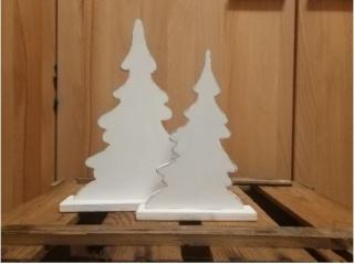 Zwei kleine schlichte Tannenbäume aus Holz