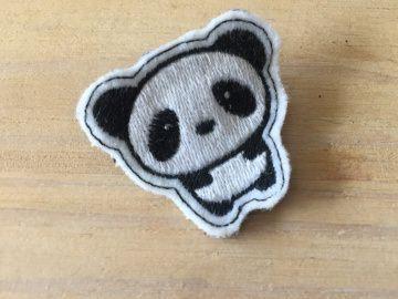 süßer Pin: gestickter Panda, Anstecker