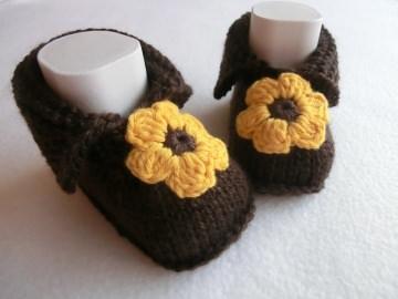 Babyschuhe Babystiefel Sonnenblume gestrickt 11 cm by Juttas Zauberstrick - Handarbeit kaufen