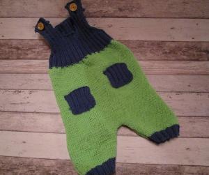 gestrickte grün-blaue Baby-Latzhose Gr. 68