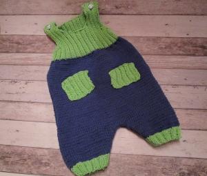 gestrickte blau-grüne Baby-Latzhose Gr. 68