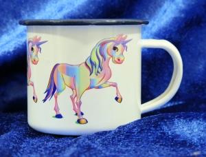 Emaille Tasse mit farbigem Rand und süßem Einhorn