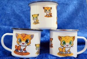Emaille Tasse mit Farbigen Rand und Henkel bedruckt mit kleinen Katzen