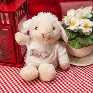 Süßes Plüschtier-Berta-das Schaf mit T-Shirt Personalisierbar